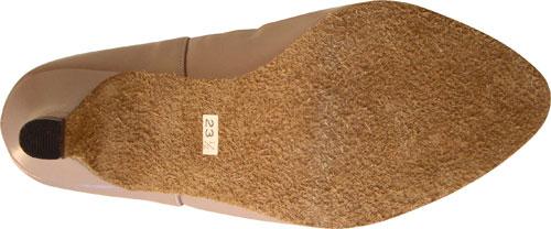 靴底(スエード革) 革の裏面に起毛加工を施したもの、表皮のつっぱりがないため、足なじみの良いのが特徴です。